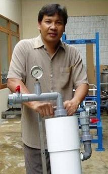 salah seorang lulusan Institut Teknologi Bandung  I Gede Wenten, Pencipta Alat Penjernih Air Pertama di Dunia
