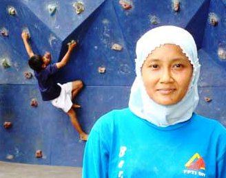 Agung Etty Hendrawati Wanita Berjilbab Yang Jawara Panjat Tebing Dunia Indonesia Proud