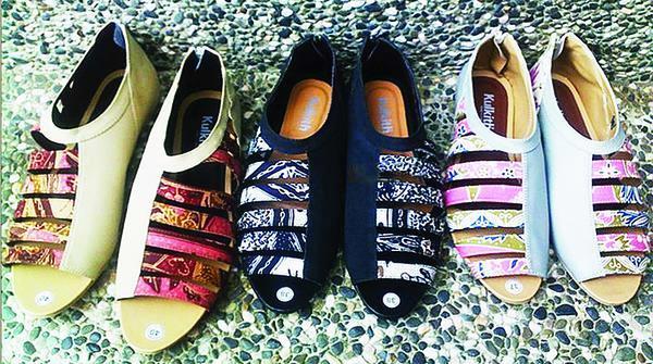 Agnes Tandia Lewat Kulkith Pasarkan Sepatu  Sandal Batik Hingga