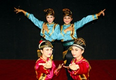 SMP Labschool Raih Juara Umum di XIX International Dance Festival Gorzów 2012, Polandia