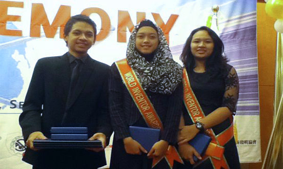 Rahmat, Dessy, dan Rifka di indonesiaproud wordpress com