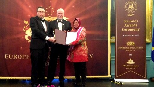 penerimaan socrates award di indonesiaproud wordpress com