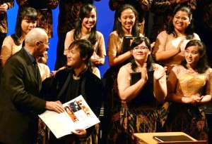 Ivan Yohan menerima penghargaan Ferdinand Grossmann di indonesiaproud wordpress com