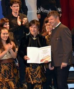 Ivan Yohan menerima Piagam Juara 1 di indonesiaproud wordpress com
