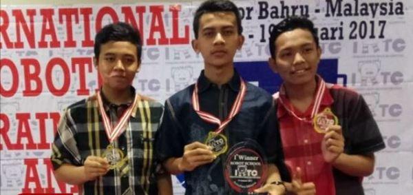 siswa-man-juara-robot-di-indonesiaproud-wordpress-com